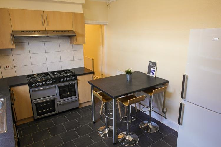 Spacious 8 Bed Property In Northampton With En-suite Rooms